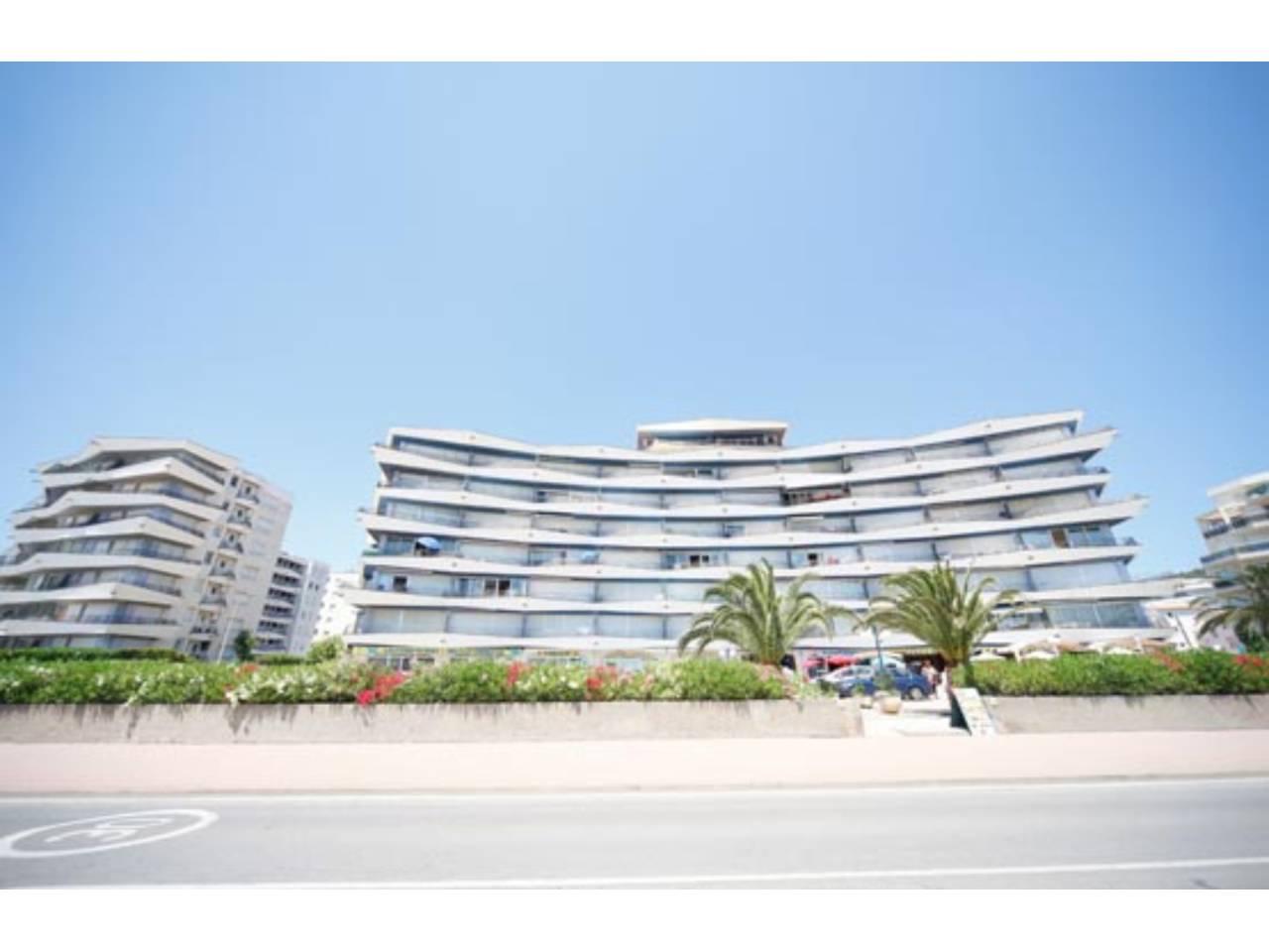 Local Comercial  Paseo maritim edif. catalonia. Local comercial ubicado en un edificio de viviendas del nucleo d