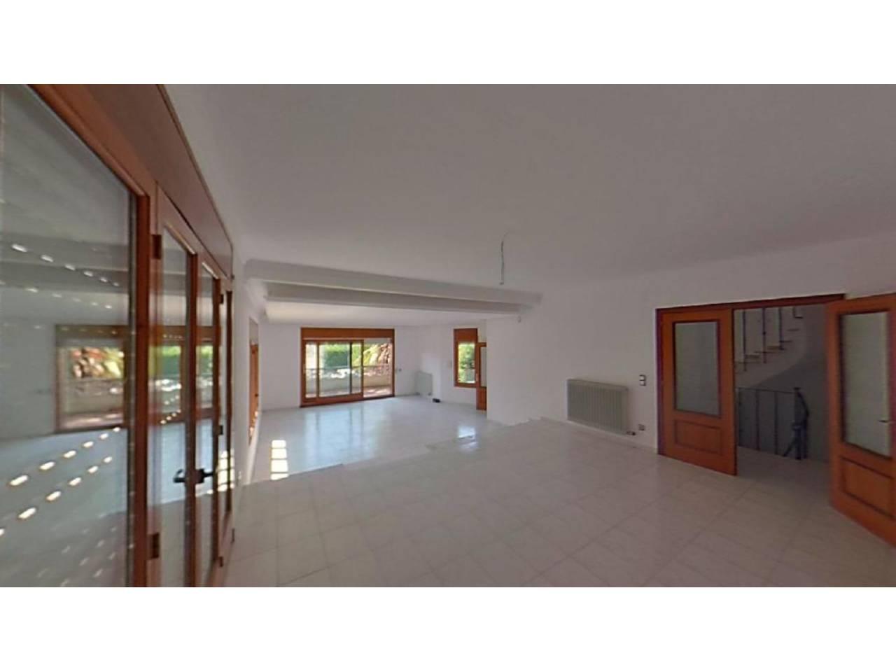 Alquiler Casa  Calle mas jardí. Casa en alquiler en girona. dispone de una superficie de 441 m²