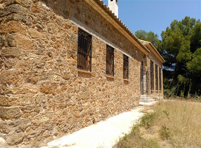 Casa  L'alcalatén - lucena del cid. Antigua escuela de piedra reformada