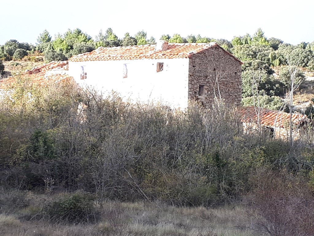 Casa  Lucena del cid. Gran masia para reformar