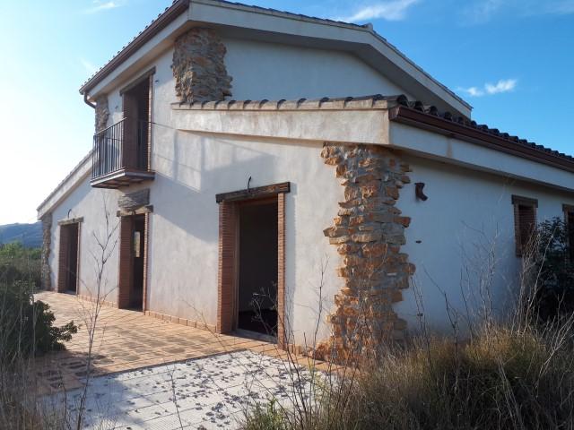 Casa  Avenida del raval de valencia. Gran masia solitaria con terreno y muy buenas vistas