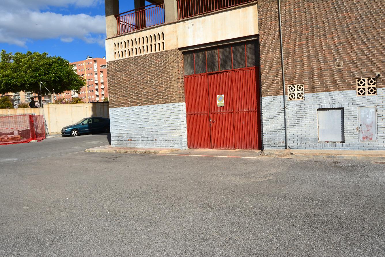 Capannone industriale  Calle sacerdote isidro albert. Nave zona altozano, entrada para descarga, local   naya con entr