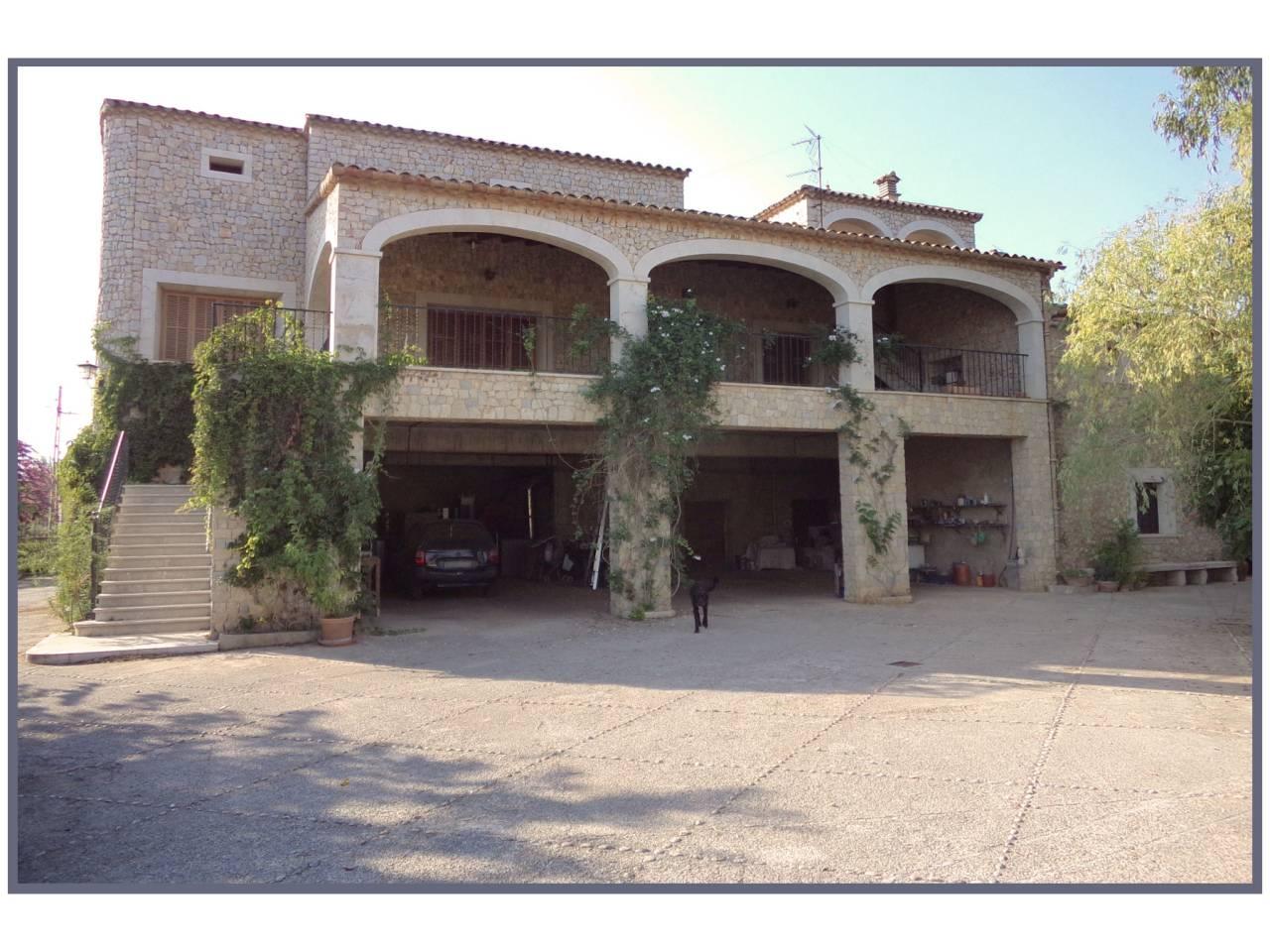 Casa  Calle llubi, sn. Se vende gran finca rústica y ganadera en el municipio de inca c