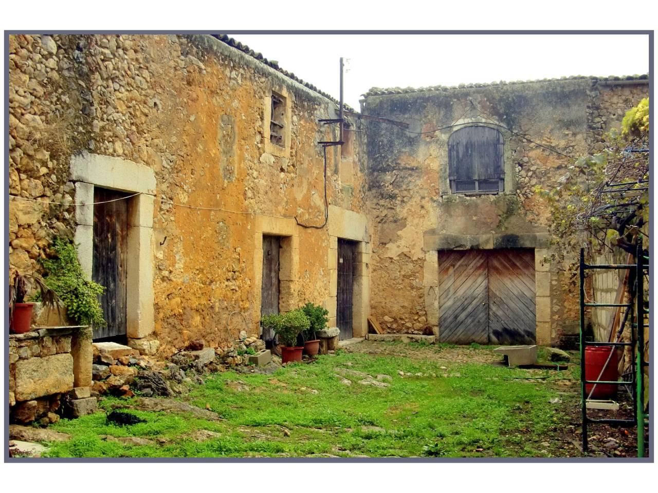 Casa  Calle costitx. Antigua posesión mallorquina con mucho caracter y potencial situ
