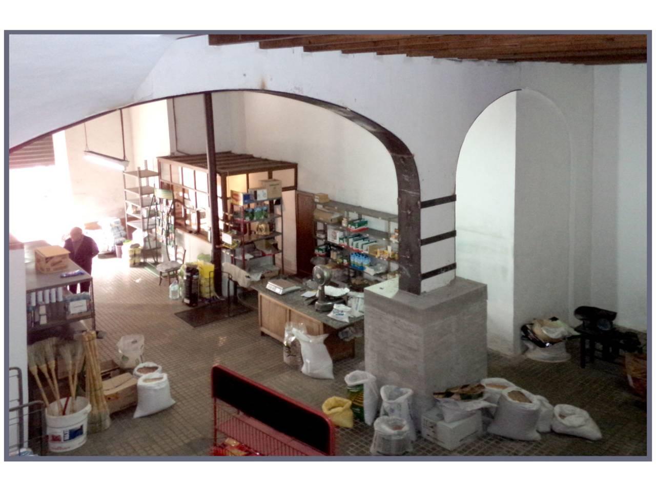 Rent Business premise  Plaza orient. Se alquila local comercial situado en la plaza de orient de inca