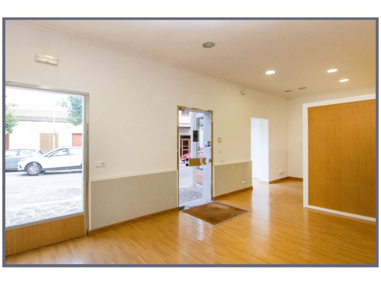 Rent Business premise  Avenida lluc, s/n. Se alquila local comercial de 48 m2 aproximadamente en la ciudad
