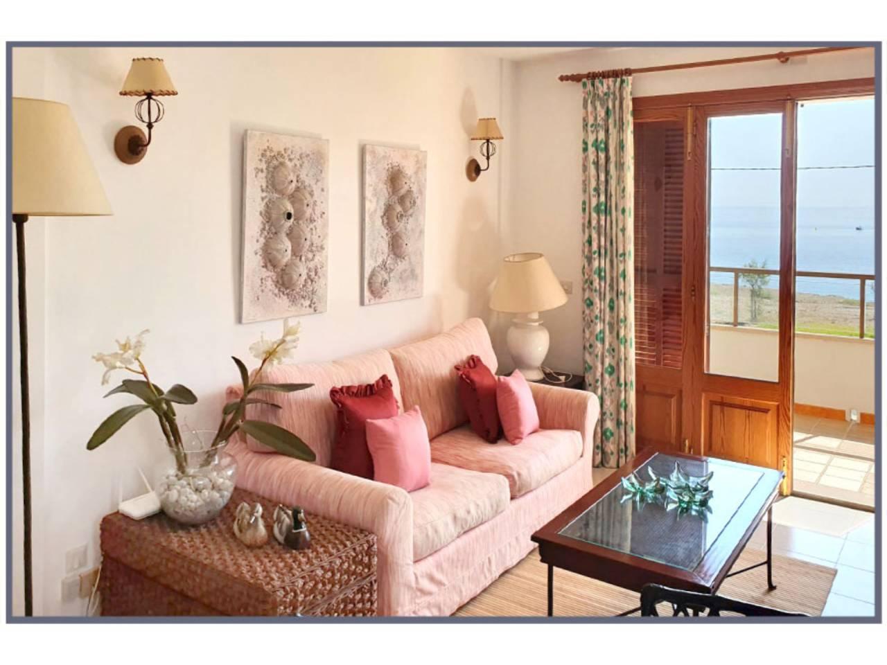 Alquiler Piso  Calle bruixola, sn. Bonito y acogedor apartamento situado a primera línea del mar en