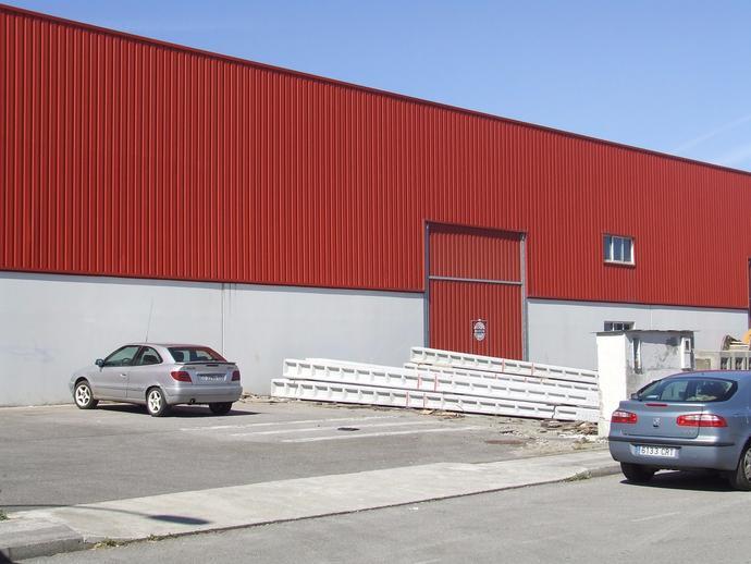 Foto 1 von Fabrikhallen in Coaña
