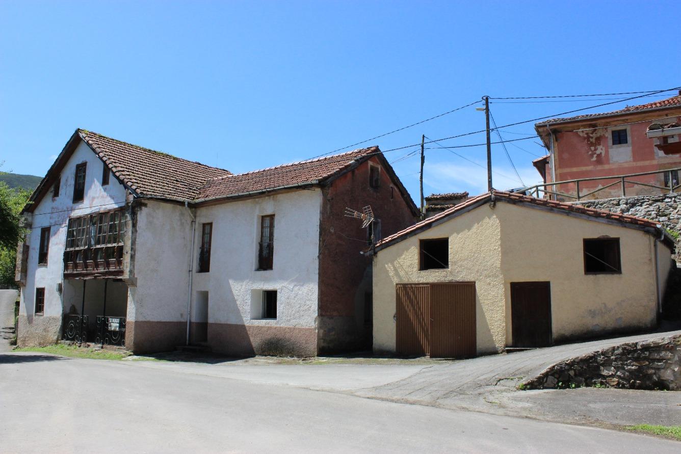 Casa en venta con 326 m2, 7 dormitorios  en Corao (Cangas de Onís (Con