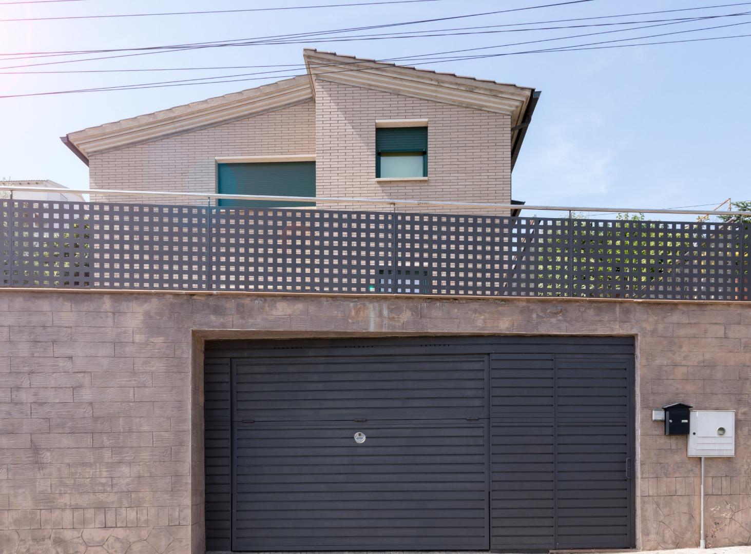 Casa  Carrer pedraforca. Ref. 1345 casa unifamiliar (construida 2005) tiene 257m² en parc