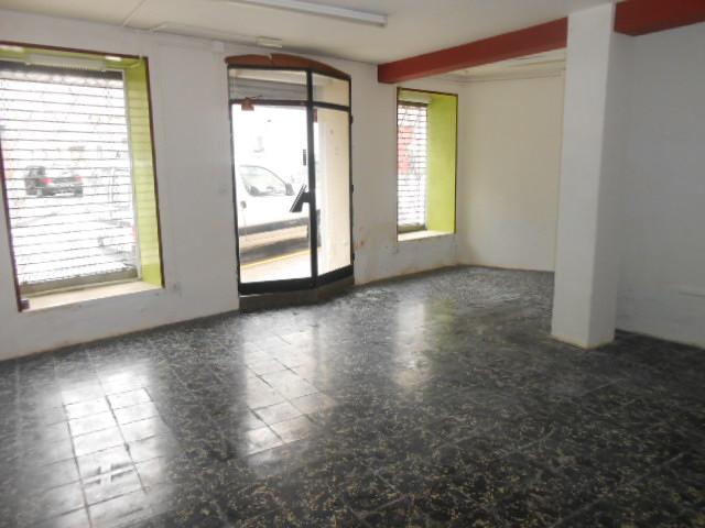 Casa  Zona centro. Superf. 110.25 m², planta baja local 45m2 con aseo (7m2-2piezas)