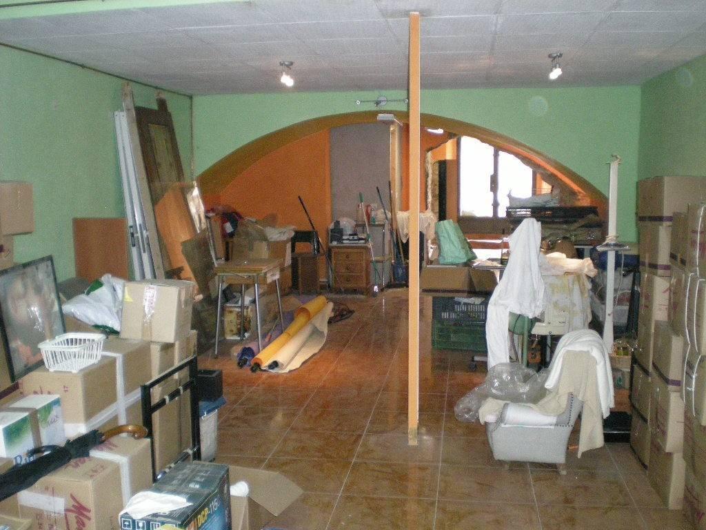 Lloguer Local Comercial  Zona ajuntament. Superf. 90m2, 1 aseo, escaparate (1-1,5 ml), planta baja. certif