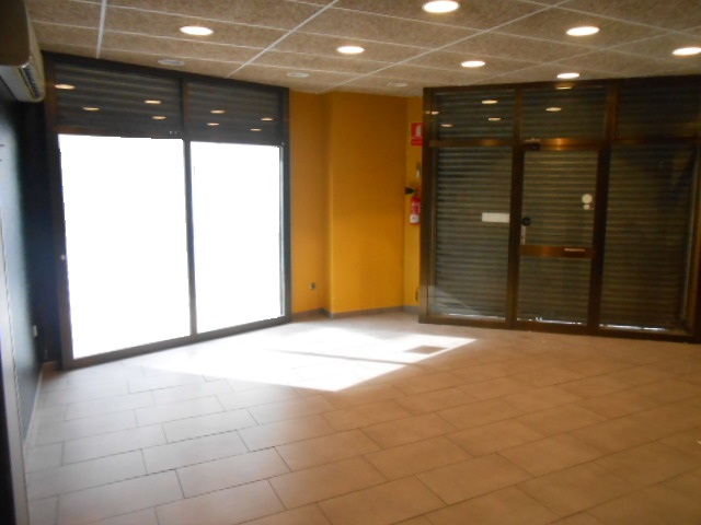 Lloguer Local Comercial  Zona centro. Superf. 80 m², local esquinero, escaparate, accesibilidad, tipo