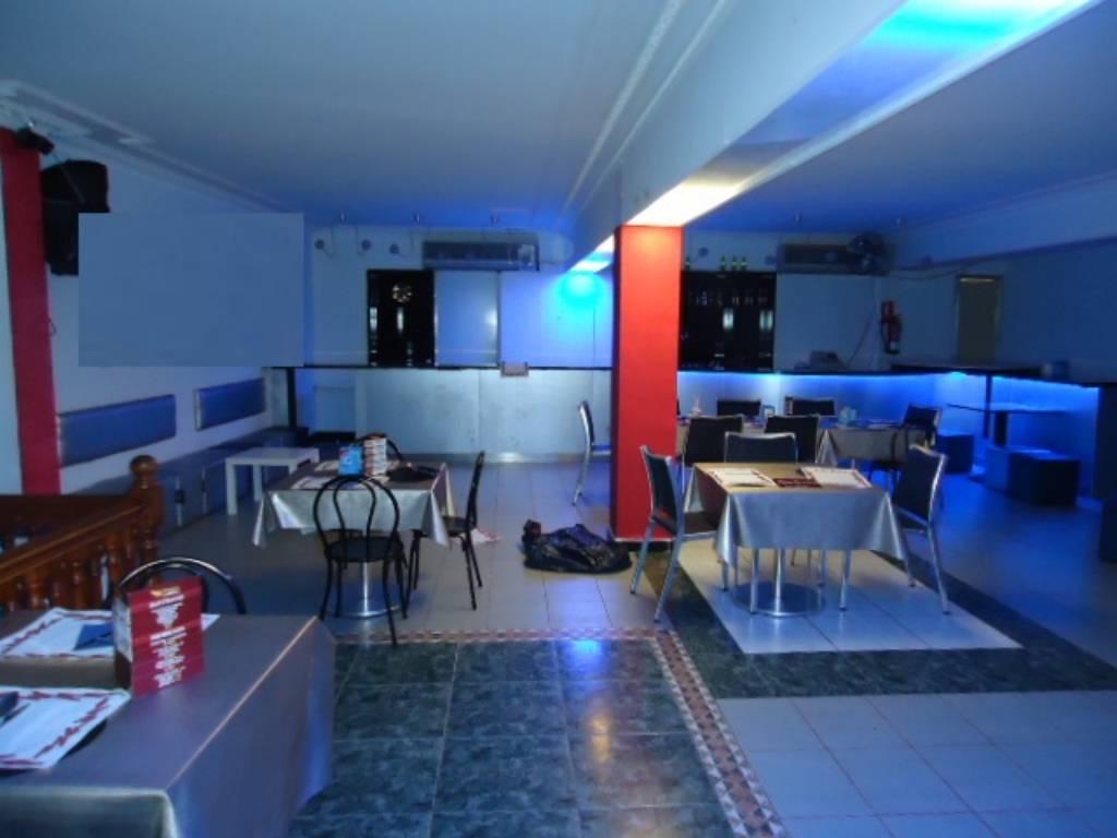 Local Comercial  Zona asepeyo. Superf. 230 m², tipo de negocio bar-restaurante,  2 aseos, divis