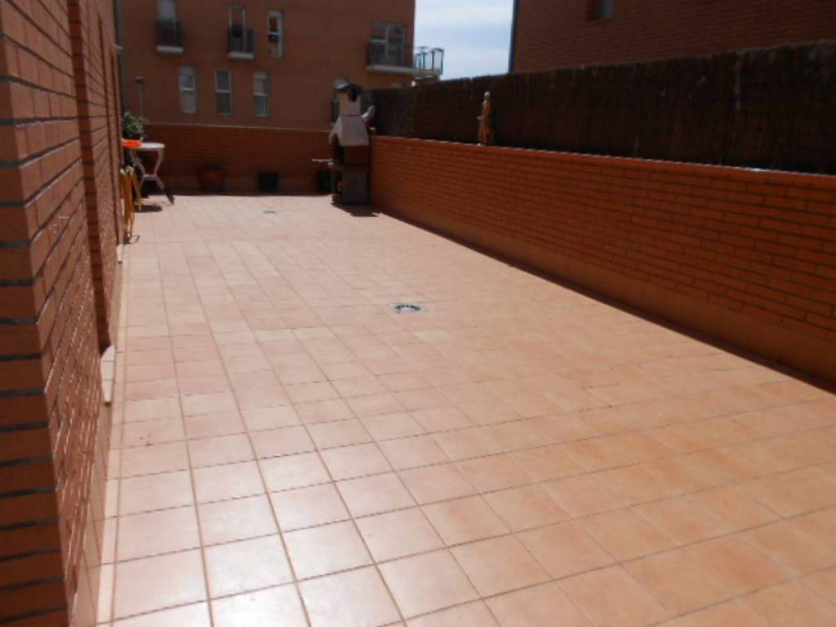 Piso  Sant vicenç de castellet ,institut. Piso en venta con parquing y terraza 70m2 -  ideal inversores!!!