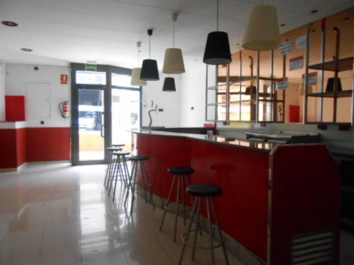 Rent Business premise  Puig - reig ,zona centro. Bar en alquiler con traspaso