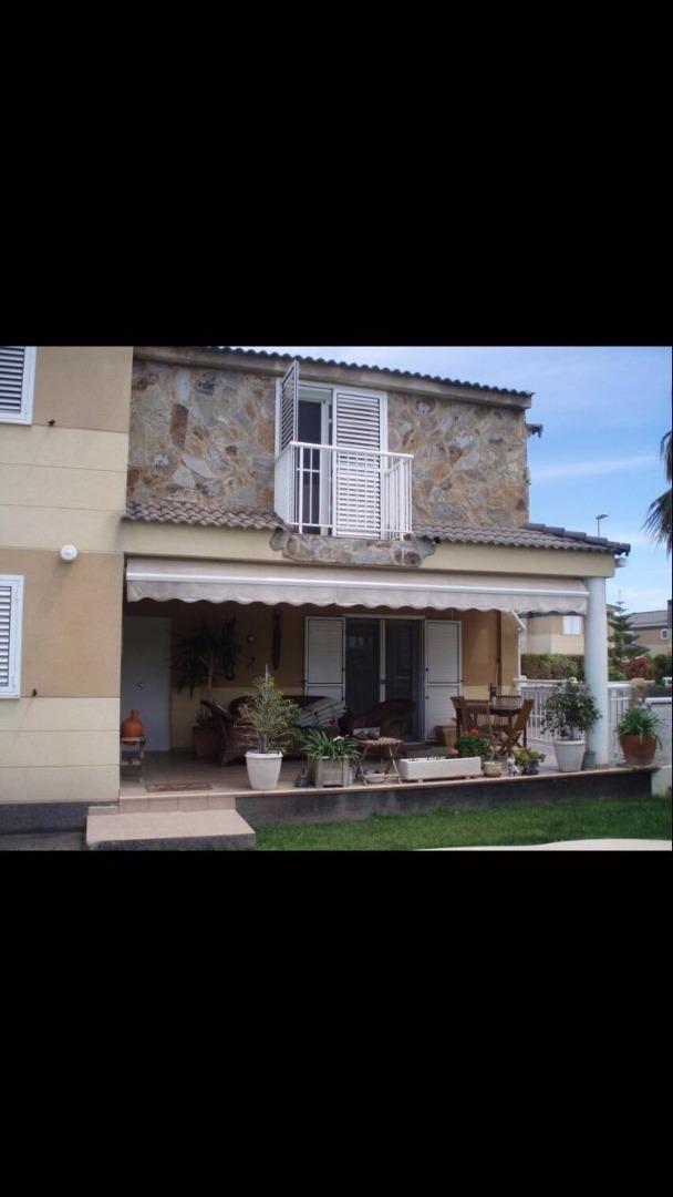 Chalet en venta en Villa con Terreno de 590m y Piscina hellip;