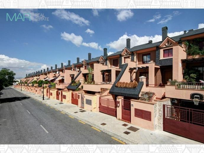 Foto 1 de Casa adosada en Calle Chimbombazo / Bola de Oro - Serrallo,  Granada Capital