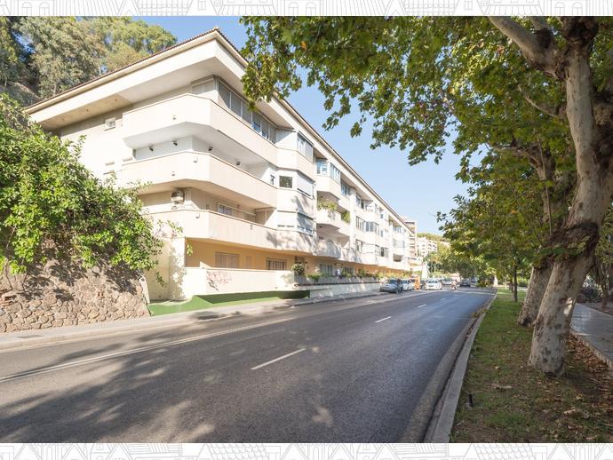 Foto 2 de Piso en Avenida Pintor Sorolla 79 / El Mayorazgo - El Limonar, Málaga Capital