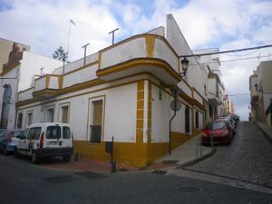 Casa adosada en Venta en Teniente Miranda / Casco Antiguo