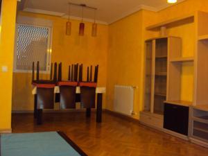 Piso en Alquiler en Piso 3 Dormitorios - Piscina - Amueblado - Terraza - Garaje y Trastero / Perlita
