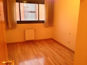 Alquiler Vivienda Piso villares - 3 dormitorios - 2 baños -tarima - calefaccion -cerca metro