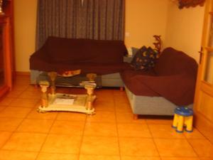 Venta Vivienda Casa adosada 4 dormitorios-3 baños-terraza-patio-garaje 2 coches-