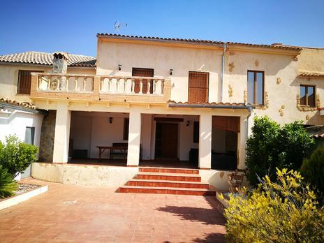 Viviendas en venta con terraza en Venta del Moro