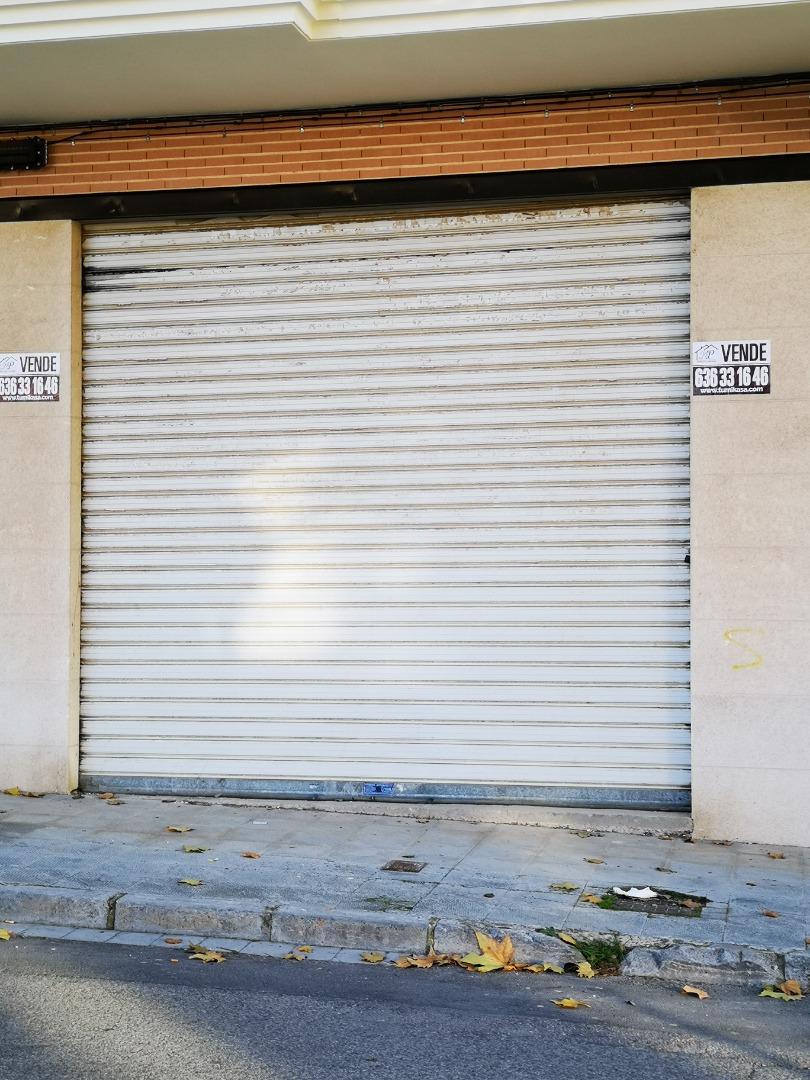 Local Comercial  Avenida arrabal. Venta de local en avenida arrabal de Requena, con salida de humo