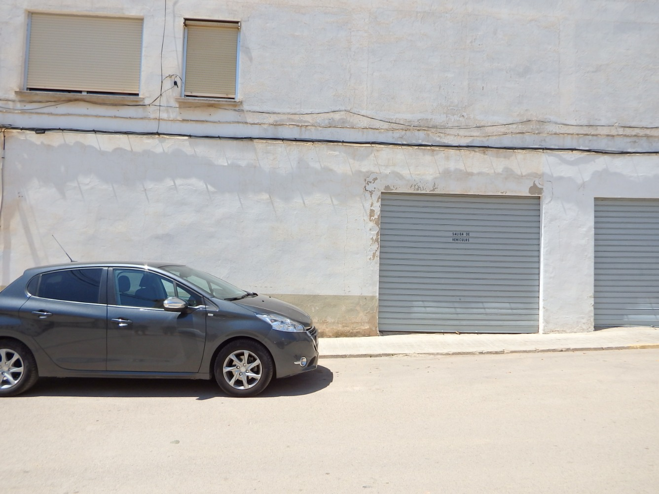 Local Comercial  Calle rozaleme. Bajo local o garaje en Requena, junto a cuartel  y policía local