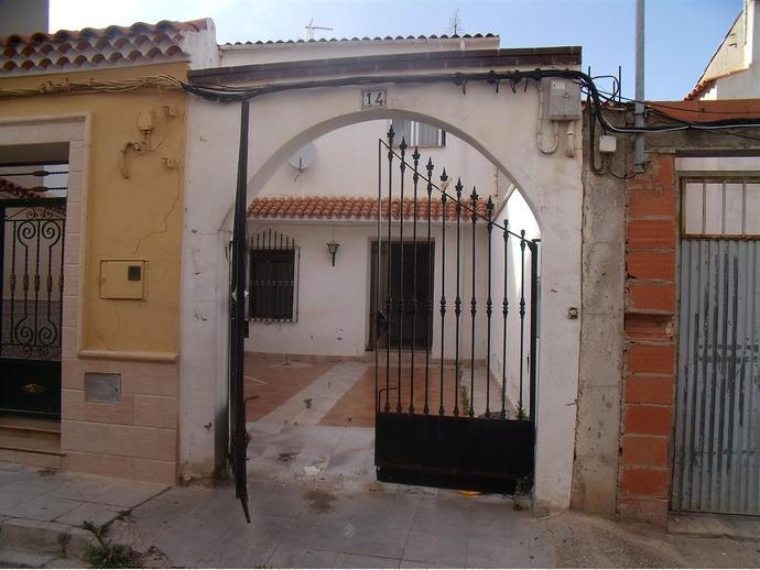 Foto 1 de Casa adosada en  Almenas, 14 / Madrigueras