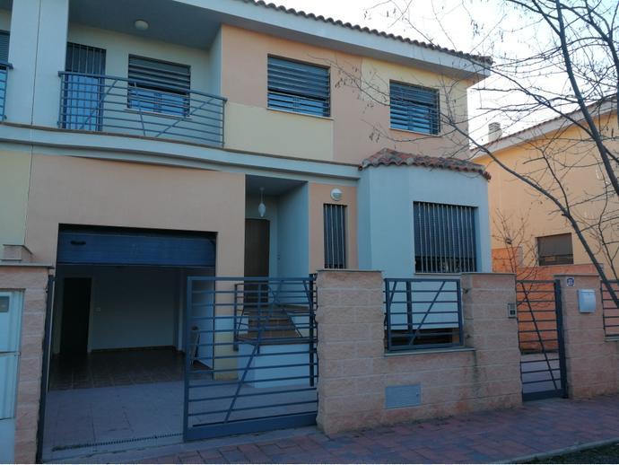 Foto 1 de Casa adosada en Avenida Guardia Civil / Pedanías - Extrarradio,  Albacete Capital
