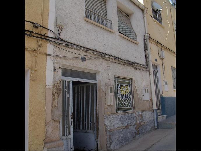 Foto 1 de Casa adosada en Calle Alba 15 / Hellín