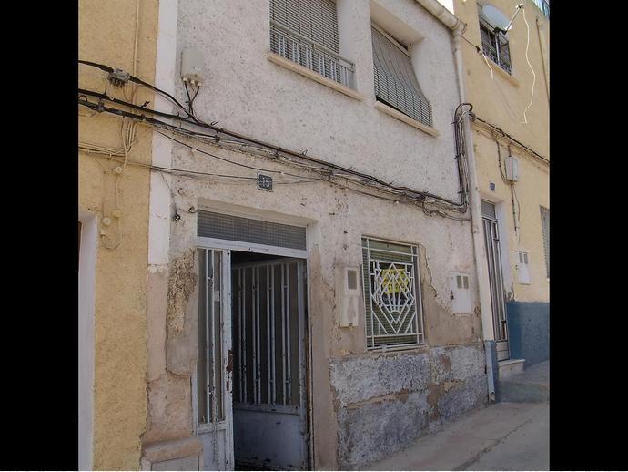 Foto 2 de Casa adosada en Calle Alba 15 / Hellín