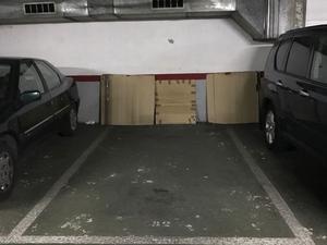 Garajes de VALLES & PARIS  IMMOBLES en venta en España