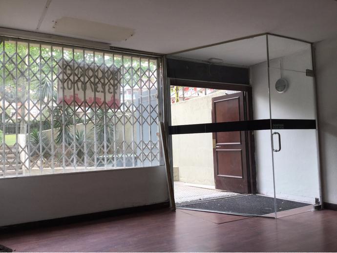 Foto 3 de Local comercial en  Avenida Avenida Cornellà, 13 / El Centre, Esplugues de Llobregat