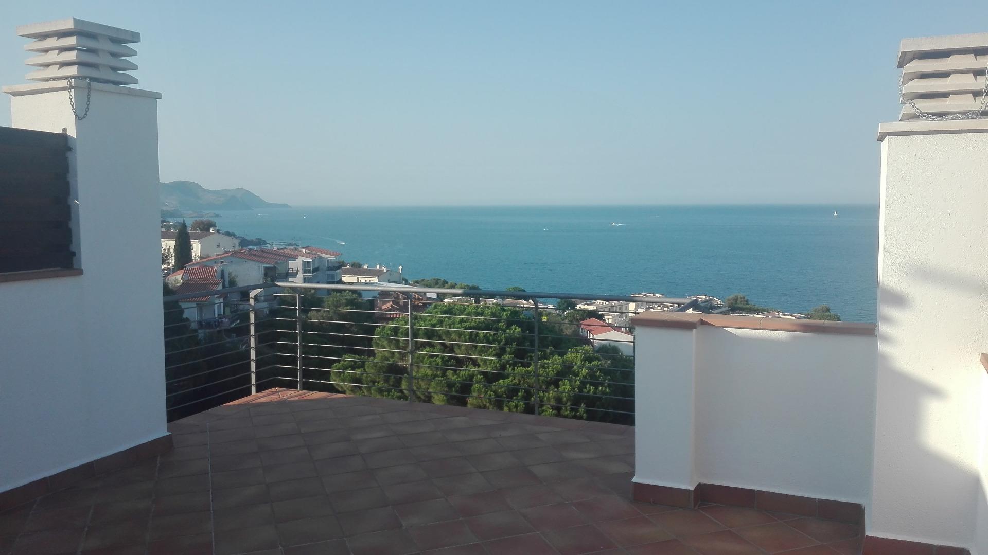 Alquiler Casa  Calle ribagorça. Casa apareada con preciosas vistas al mar!!!!
