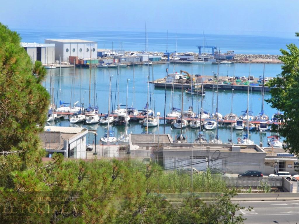 Miete Etagenwohnung  Arenys de mar, arenys de mar, barcelona, españa. Puerto de arenys de mar piso luminoso y soleado con vistas al ma