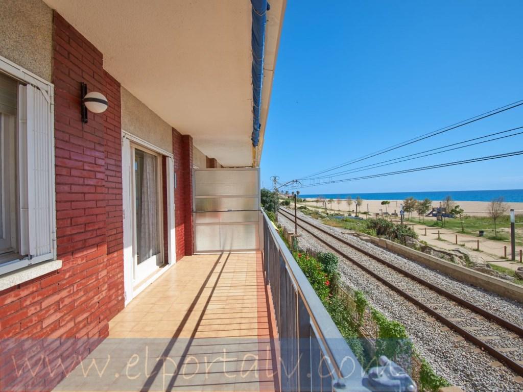 Piso  Canet de mar, canet de mar, barcelona, españa. Busca una vivienda frente al mar piso en primera línea de mar. ¡