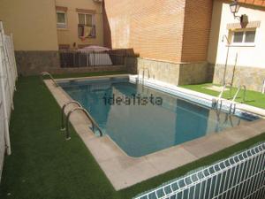 Apartamento en Alquiler en Vivienda Amueblada con Patio / Torres de la Alameda