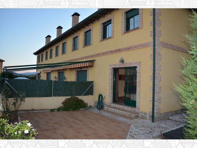 Casa adosada en la adrada en calle urbanizaci n 1 for Piscina la adrada
