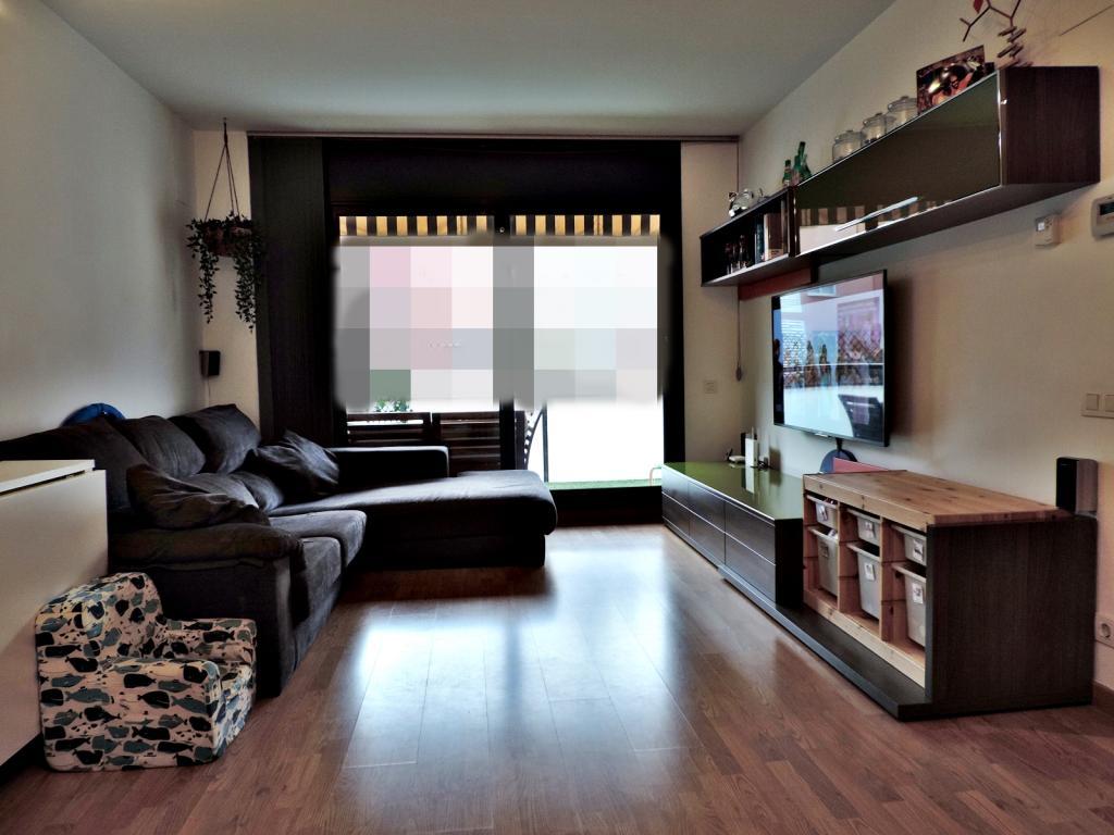 Pis  Zona sagnier. Excelente piso semi nuevo con piscina y terraza