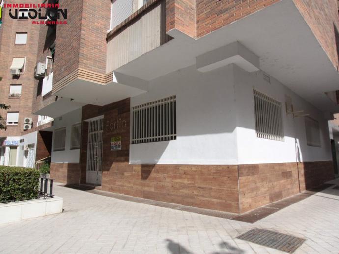 Foto 1 de Local en Calle Alminares del Genil Cervantes