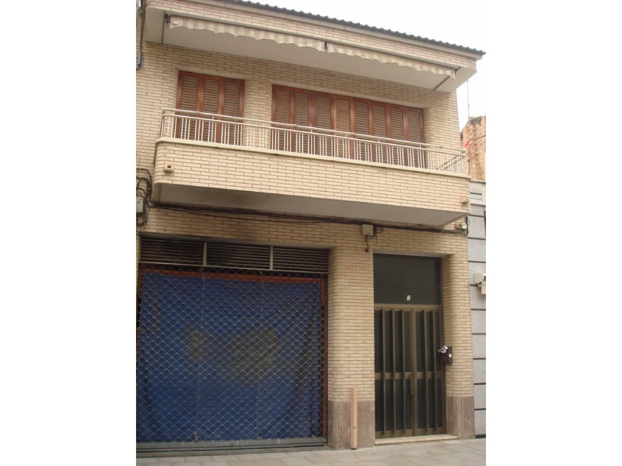 Maison  Calle major. Superf. 180 m²,  4 habitaciones (3 dobles,  1 individual),  1 ba