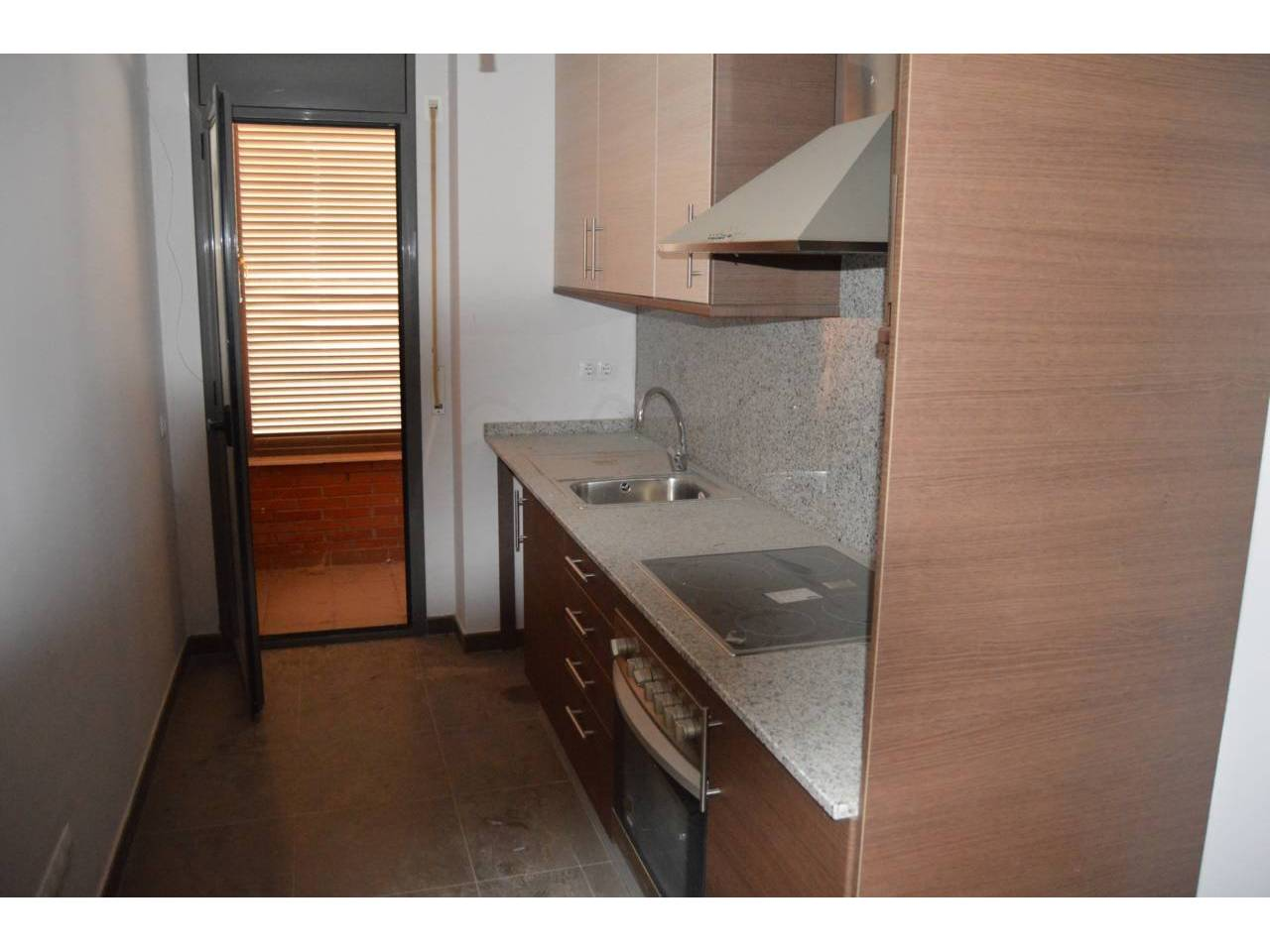 Piso  Calle barcelona. Superf. 82 m²,  3 habitaciones (3 individuales),  2 baños, cocin