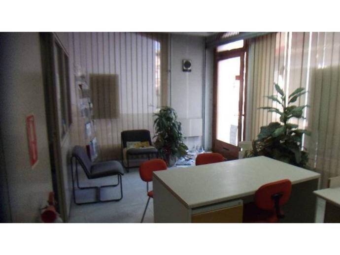 Foto 1 von Geschaftsraum in Tona