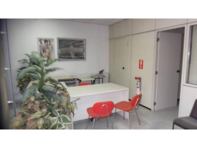 Foto 2 von Geschaftsraum in Tona