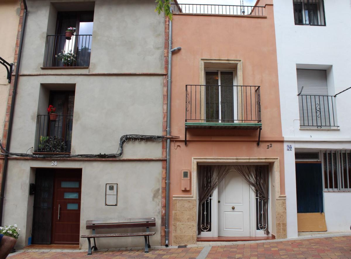Casa  Calle carolinas, 22. Encantadora casa céntrica , reformada , con terraza en viver (ca