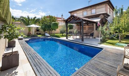 Viviendas y casas en venta con piscina en Otura