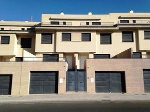 Casa adosada en Venta en De la Sierra / Genil